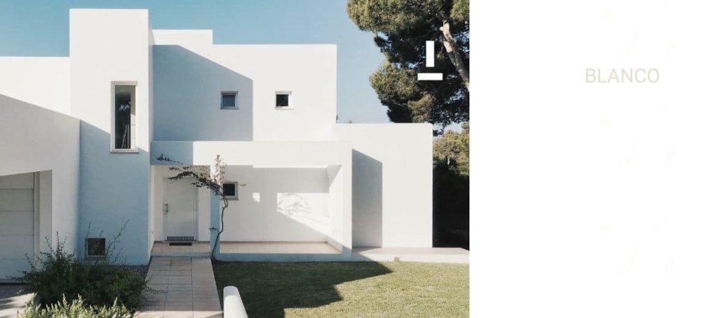 Fachada de casa color blanco