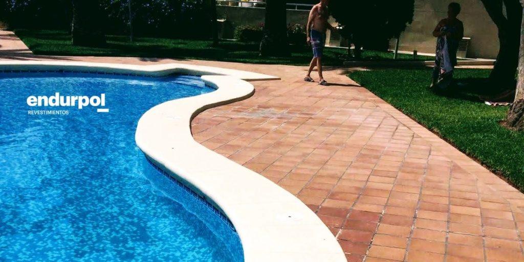 Pintura en piedra de piscina